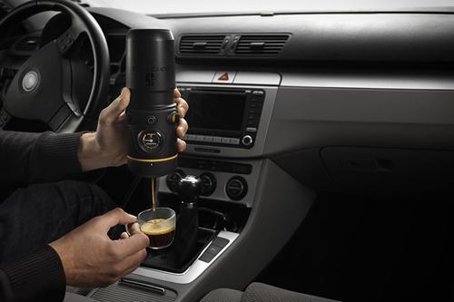 إصنع قهوتك أثناء القيادة